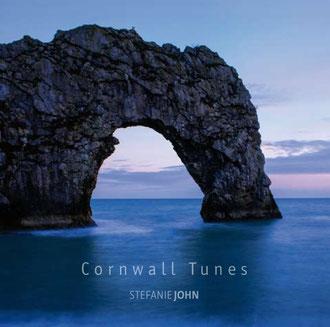 """CD-Album Cornwall Tunes mit Bild der """"Durdle Door""""  in Südengland - Musik mit Cello und Campanula komponiert, gespielt und produziert von Stefanie John"""