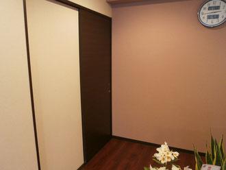 脱衣室廊下へのエントランス