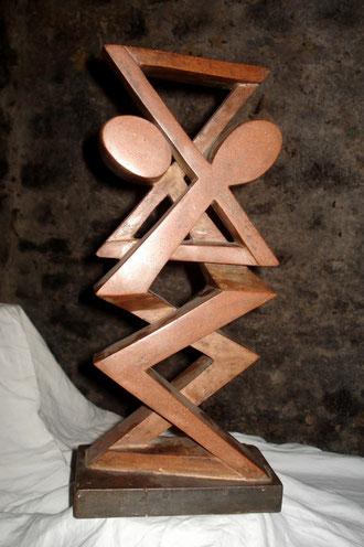 sculpture totem tango (résine, briqué pilée) artiste