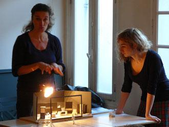 Catherine Schaub et Léonore Confino présentent le décor de BUILDING - Photo ataojmc