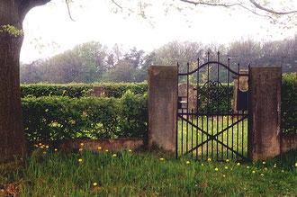 Eingang zum jüdischen Friedhof von Langenschwarz