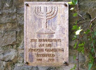 Seit November 2005 erinnert eine bescheidene Gedenktafel an die Synagogengemeinde von Eiterfeld