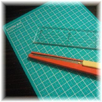 Ruler, skill nife, inpenenetable vinyl cutting mat ©Atelier Z=Grace