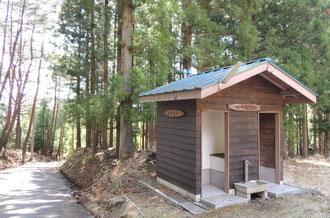 西山山荘横のトイレ