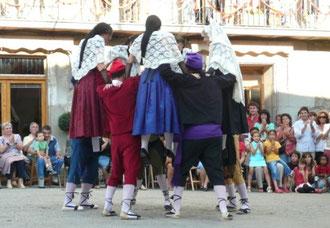 Gombrèn, Festa Major, Dansa Gombrenesa ( Bild: elRipollès.info, 6/9/10, Arnau Urgell)