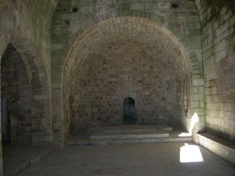 Requesens - Blick in Kirche