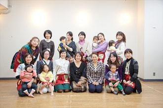 きっず~なメインスタッフ、杉田かおるさん・内田美智子先生と集合写真,