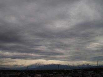 どんよりとした雲に覆われました。間もなく梅雨入りでしょうか