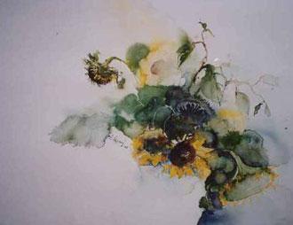Sonnenblumen in weißer Vase