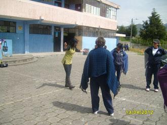 VIVIANA SÁNCHEZ y sus alumnas en las prácticas.