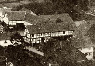 Frühes Bild des Hauses Großkurt, lange vor seiner Amputation für den Durchgangsverkehr (aus: Burghaun in alten Ansichen 1/75)