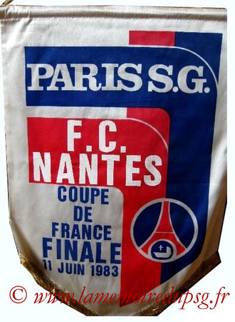 Fanion officiel  PSG-Nantes  1982-83