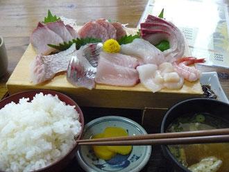 水産市場の刺身定食
