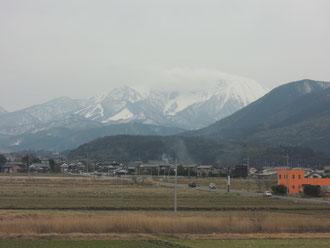 大山の北斜面(日本海側)の車窓からパチリ。