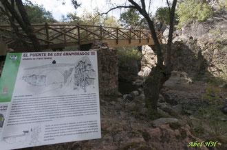Cartel informativo de la reconstrucción del Puente de los Enamorados