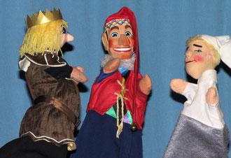 Der König ist selbst gekommen, um sein Mehl abzuholen, doch Kasperle und Grauchen haben gefaulenzt und nichts ist fertig.