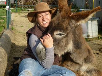 Juliana Brem, staatlich geprüfte Erlebnisbäuerin  mit Ludwig