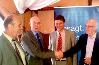 Die Organisatoren Klaus Plonka (re.) und Michael Darda (li.) hocherfreut über den gelungenen 3. Unternehmertag der CDU Neukirchen-Vluyn. Hier gemeinsam mit dem Referenten Dr. Thomas Köster (2. v. l.)