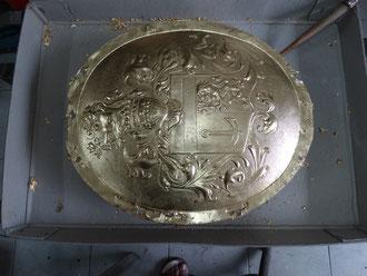 Vergoldetes Wappenschild