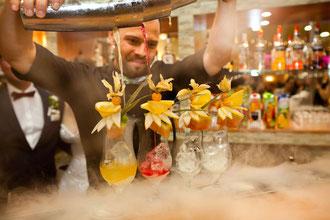 pokaz barmański flair barman na wesele drinki weselne mobilny bar