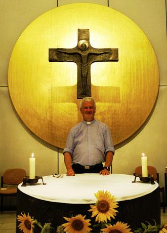 Christoph Kreitmeir in der Kapelle des Klinikums Ingolstadt