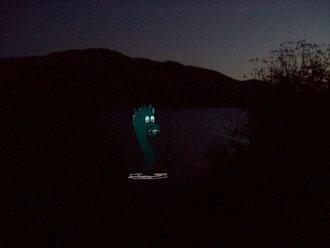 Die Sonne war schon untergegangen, da....tauchte Nessie auf...
