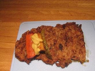 Füllung: Karottenstift, Gewürzgurke, Räuchertofu - alles kurz angebraten + Senf