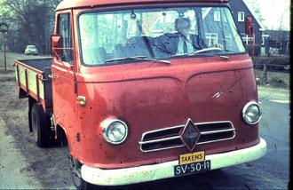 Borgward Vrachtauto met wijlen Ben Weijenberg achter het stuur.