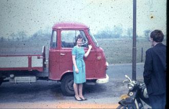 Borgward vrachtauto, op de rug gezien wijlen Ben Weijenberg.