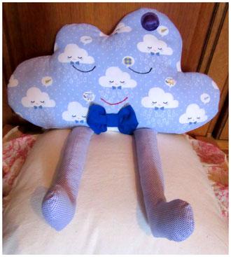 Coussin nuage pour petit garçon