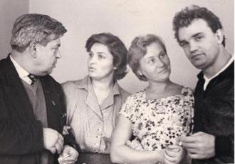 Евгений Урбанский и Николай Барсуков со своими женами. 1962 год.