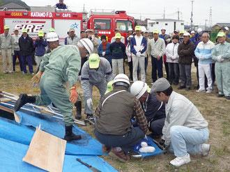 倒壊した家屋からの救出訓練