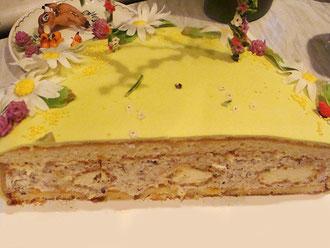 Ванильный бисквит, легкий айриш-крем с тертым темным шоколадом, пирожные эклер с начинкой из мусса с белым шоколадом