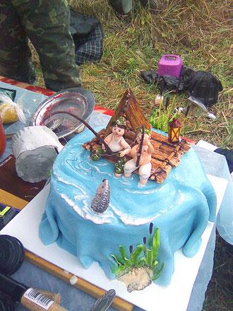 Настоящие рыбаки даже десерт едят в перерывах между поклёвкой :)))