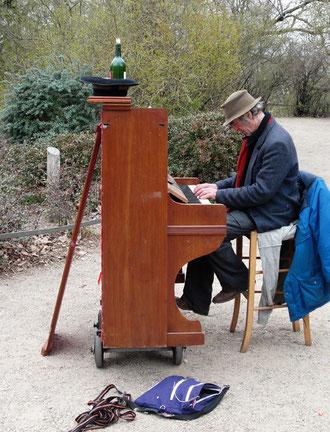 Viktoria Park à Berlin : concert improvisé pour déjouer les misères de la vie? (M. Depecker)