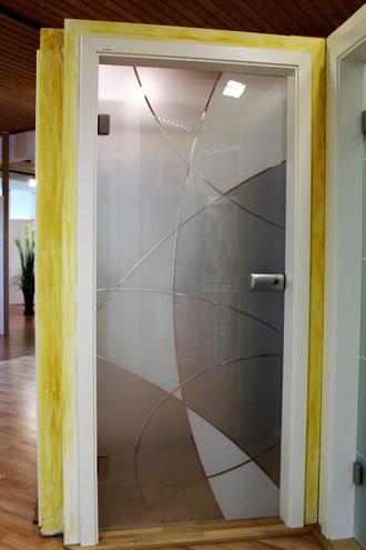 Glastür mit Rillenschliff Muster
