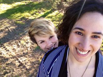 Meri und Sabi, ein lesbisches Paar, das eine Familie gründen möchte.