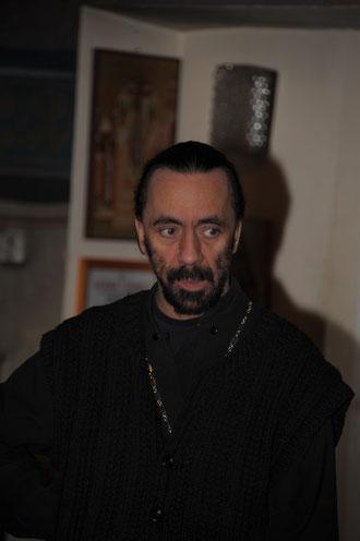 Vater Ilya beim Vortragen
