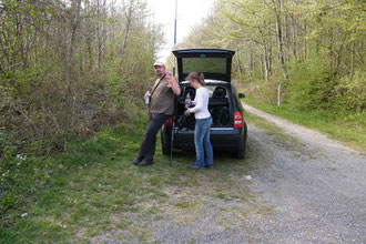 Oliver und Isabelle bei der Verschnaufpause am Bergwald