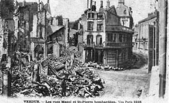 Blick von der Rue Mazel in Richtung Rue St. Paul - Nach links abgehend die Rue Saint-Pierre . Während des Krieges war dieser Teil der Stadt total zerstört