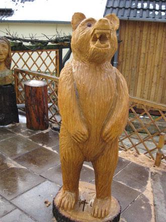 Bär aus Eiche, 180 cm hoch