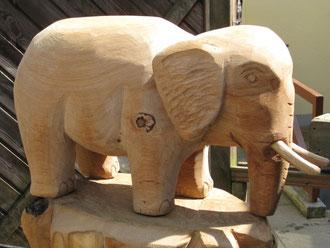 Elefant aus Eiche