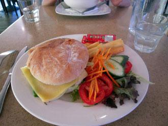 昼食のバーガー