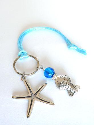 Schlüsselanhänger mit Seestern, Fisch, Strass, Glasperlen und Seidenband