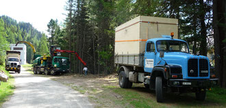 Salzgeber Holzbau S-chanf | Salzgeber Marangun S-chanf | Holzbau | Marangun | Transporte | Kranarbeiten | Saurer D 330 BN 4x4 | Saurer | Kran | Kipper | Schnitzelkiste | Thermosilo | Anhänger