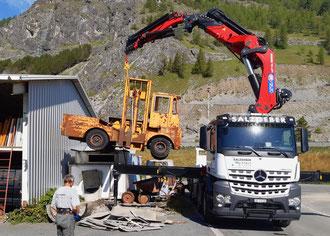 Salzgeber Holzbau S-chanf | Salzgeber Marangun S-chanf | Holzbau | Marangun | Transporte | Kranarbeiten | Mercedes Arocs 3253 8x4 | Mercedes | Mercedes Arocs | Grosskran | Ladebrücke | Anhänger