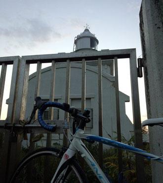 岬の灯台。かわいい灯台ですよ。
