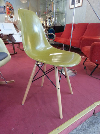Charles et Ray EAMES 4 Chaises Vert olive édition Herman miller