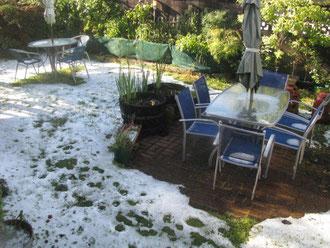 翌朝も氷が積もったまま