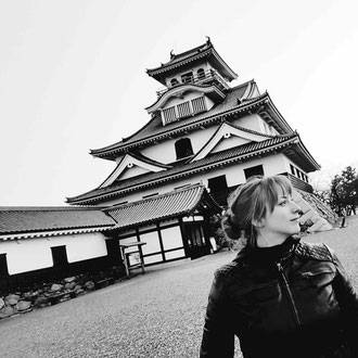 Floratcha  vor der Burg Nagahama in Japan